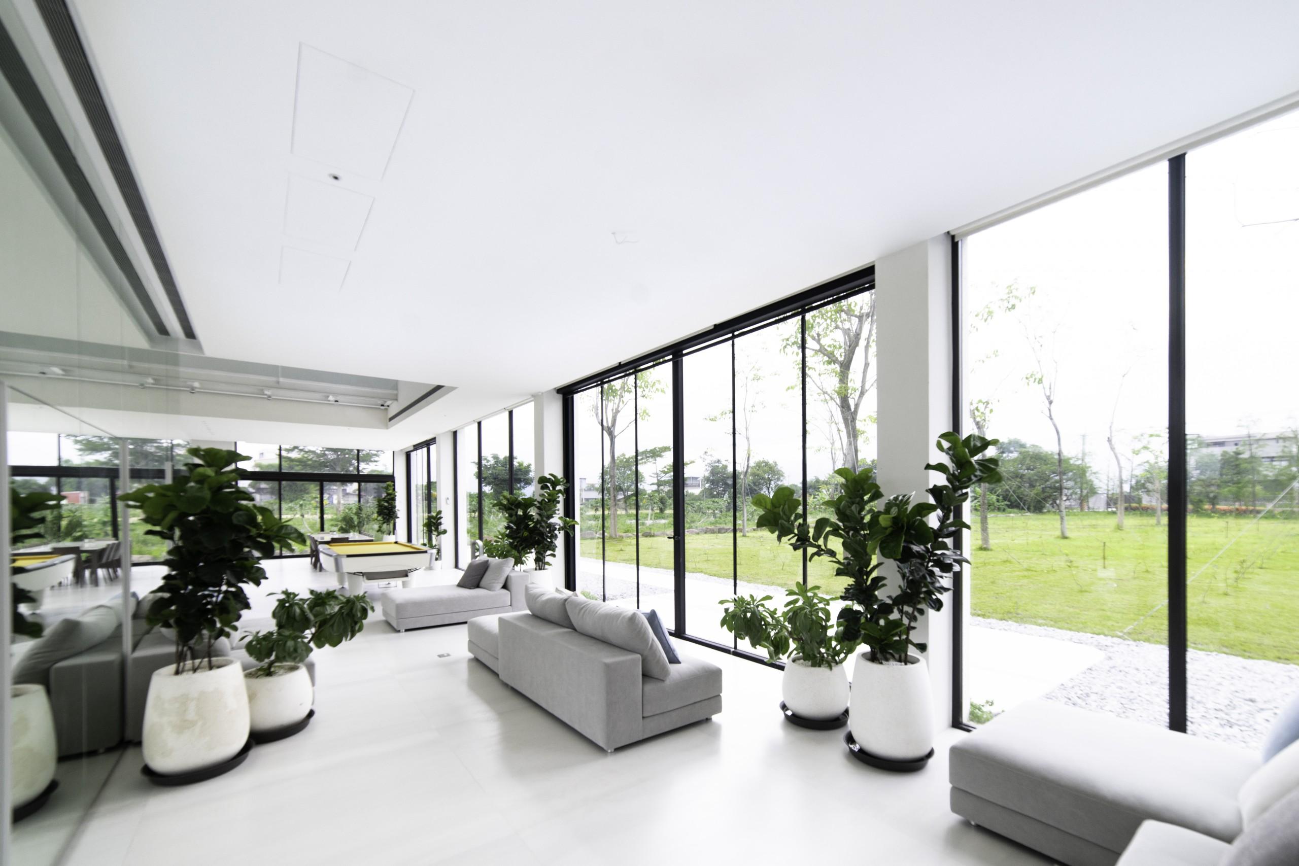 ©室內透過鏡面的反射,每個角落都可以感受到綠意與四季的變化