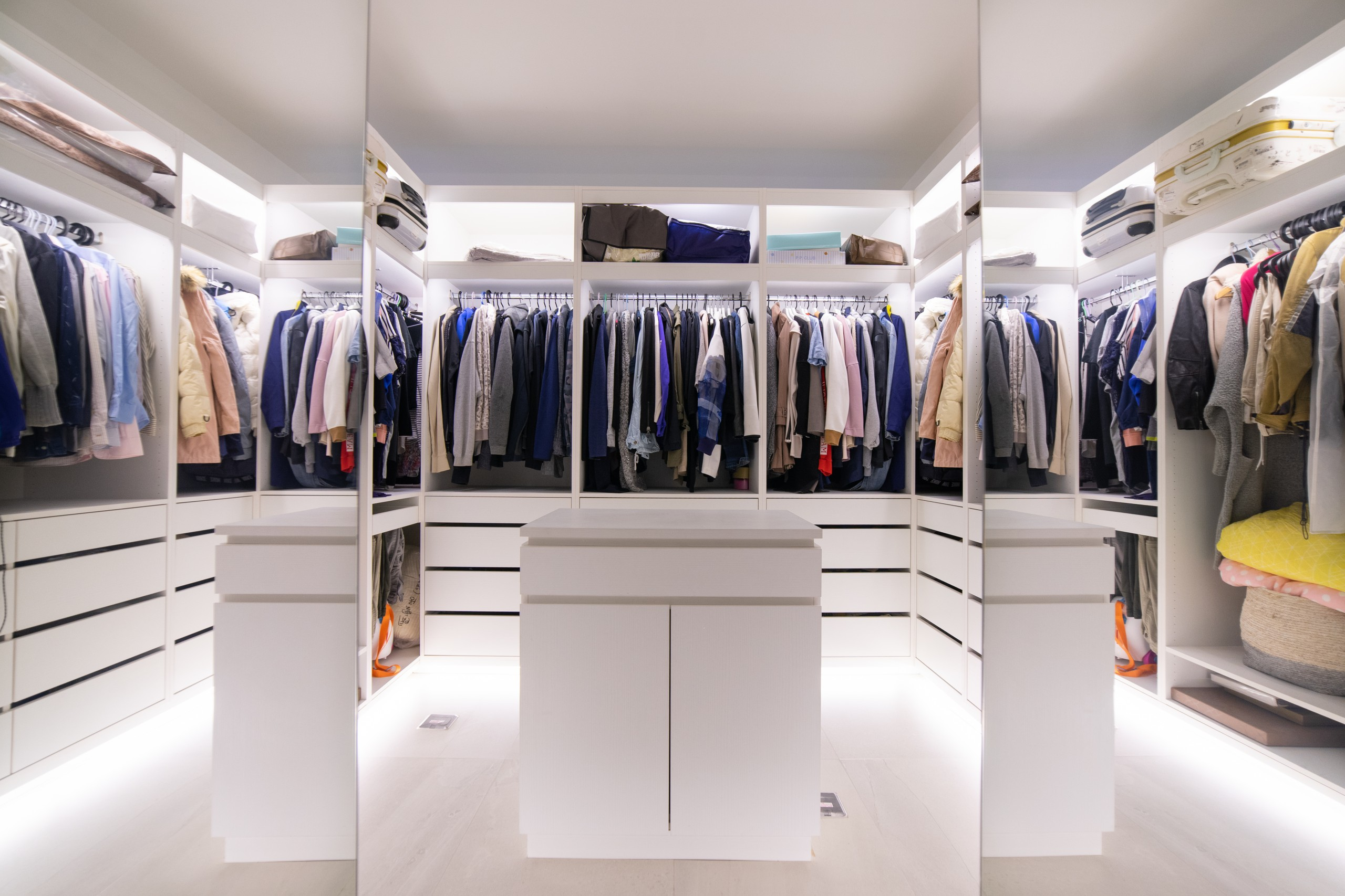 ©一進房門後的更衣室