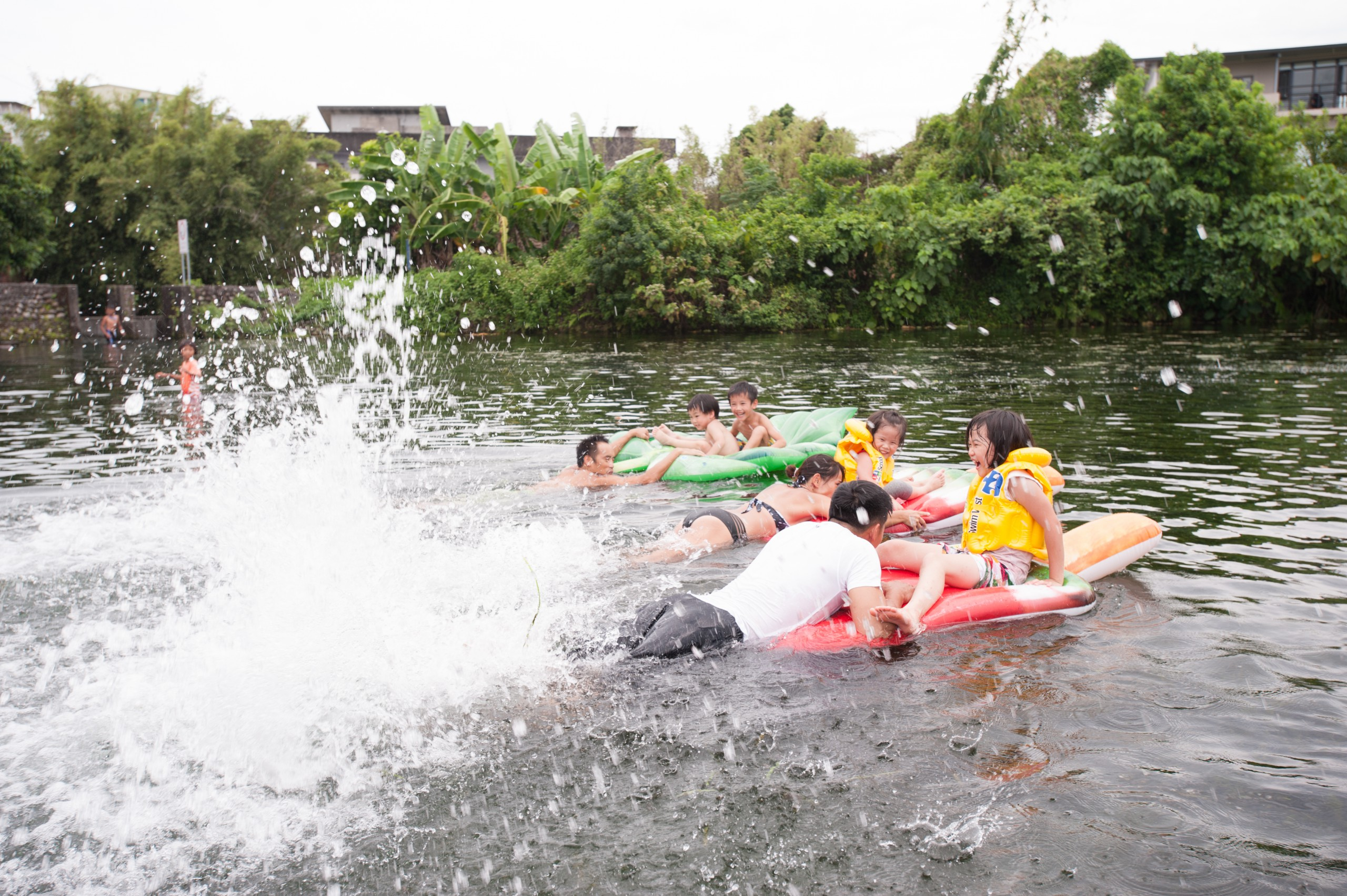 德築-DEZU-project-Fun3sport-inflatable-bed-lake-16