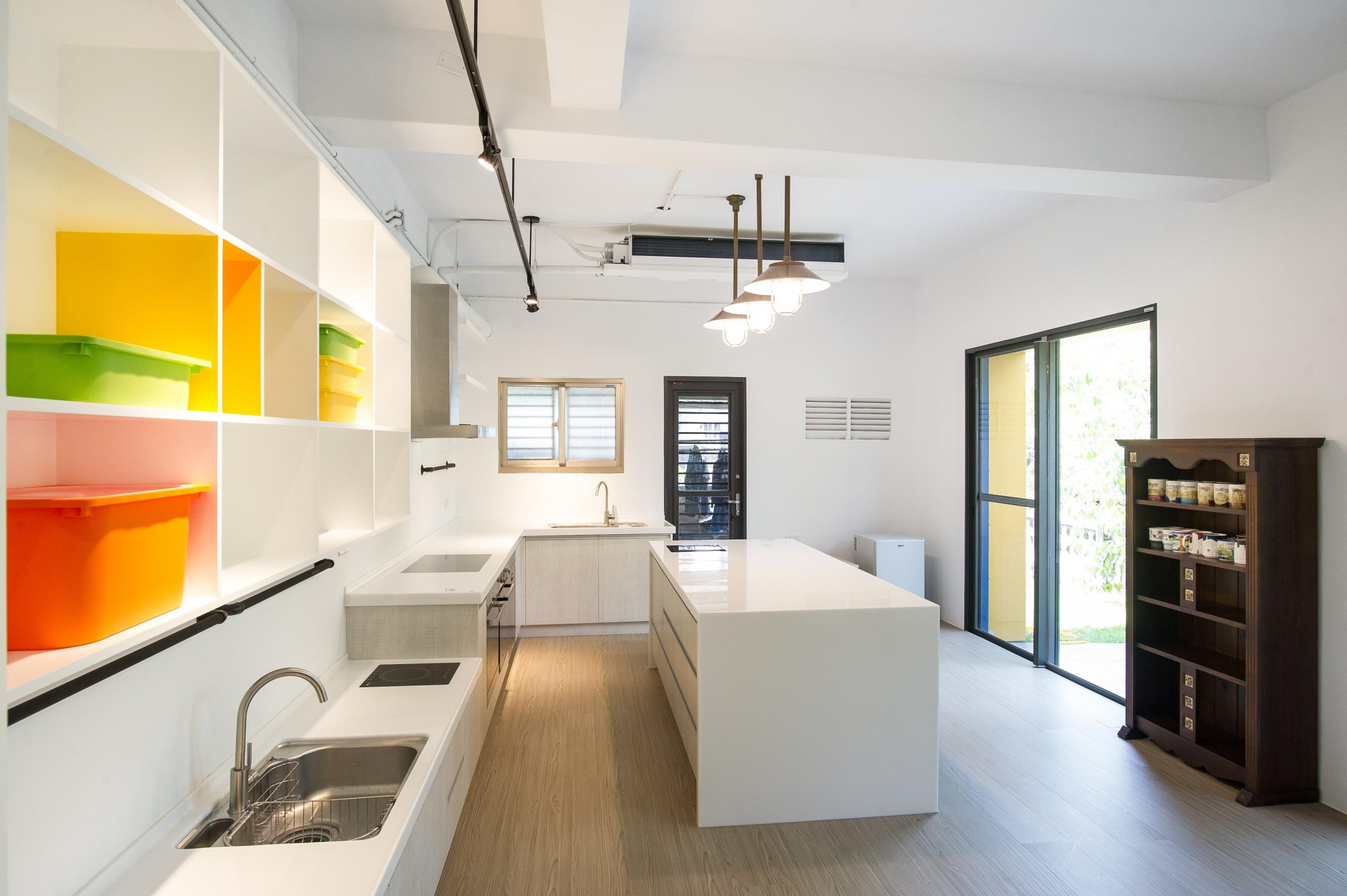 德築建設-宜蘭-老屋重建-空間設計放置別具時代意義和家族情感的老舊家物與裝飾