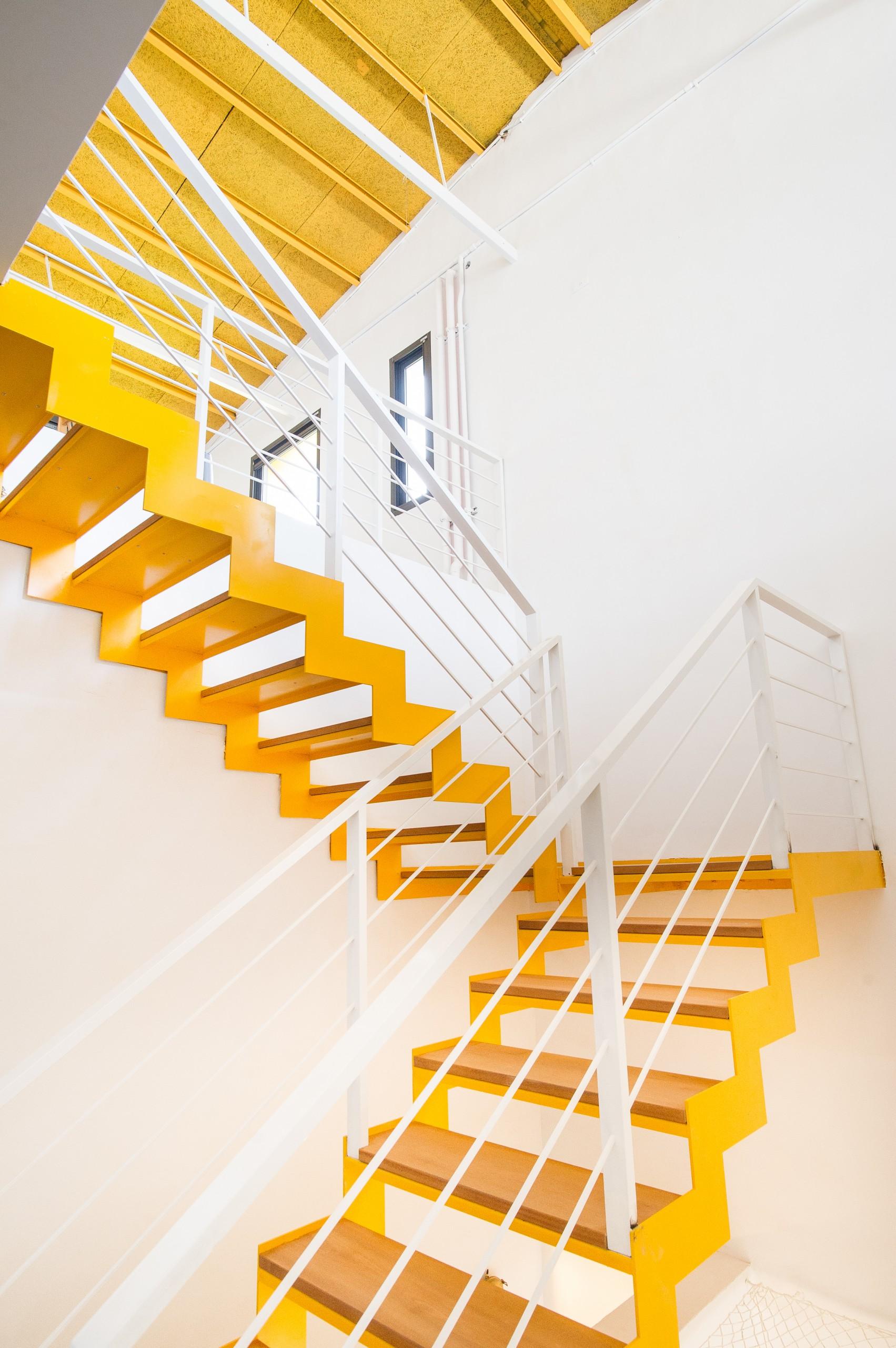 德築建設-宜蘭-老屋改造-利澤書菜多窗採光設計開放式半旋梯是整座老屋的亮點