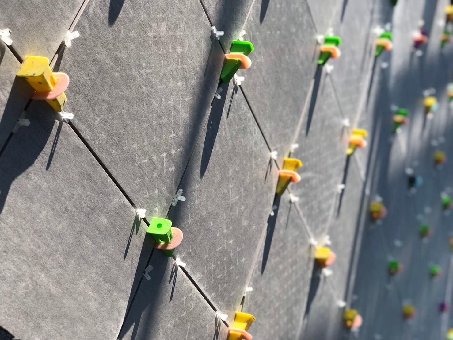 磁磚整平器與十字架